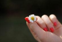 Jak dbać o paznokcie jesienią?